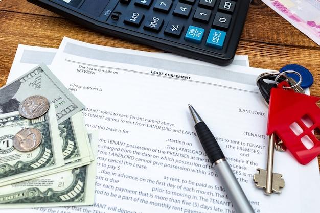 Casa casa proprietà immobiliare contratto di locazione contratto di locazione penna soldi monete