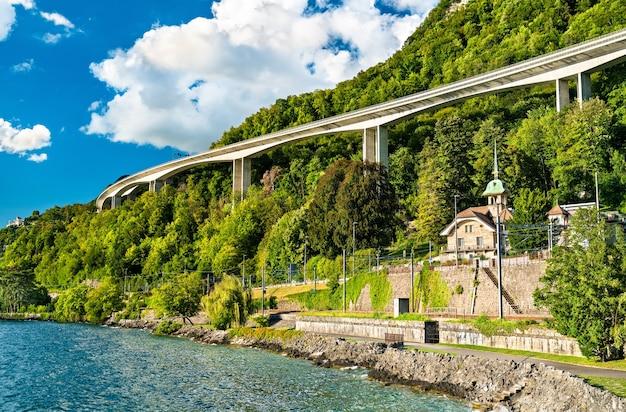 Casa sul lago di ginevra a veytaux, svizzera