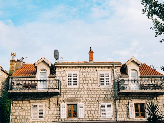 La casa con il tetto di tegole arancio case in croazia