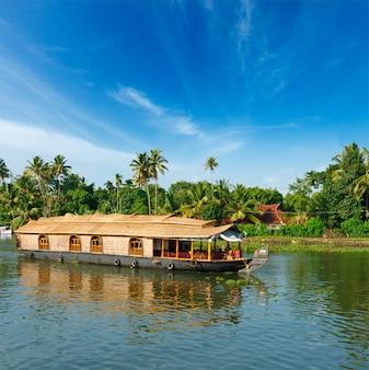 Casa galleggiante sugli stagni del kerala, india