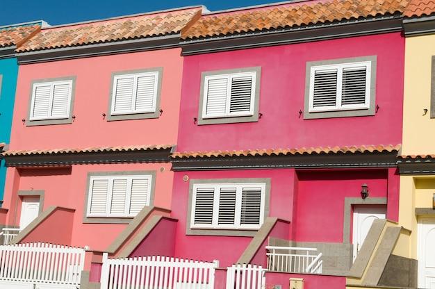 Case con tanti colori in città