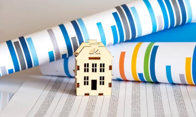 Immagine di concetto del mercato immobiliare con grafico sulla superficie del grafico