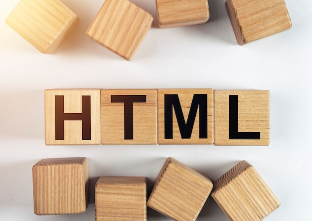 Acronimo html, scritta su cubi di legno