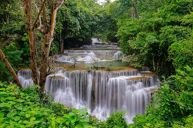 Cascata di huai mae kamin a kanchanaburi, thailandia