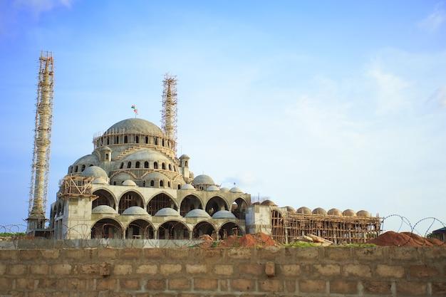 Un'enorme moschea in costruzione ad accra, in ghana Foto Premium