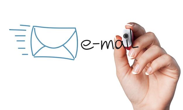 E-mail di disegno a mano umana su sfondo bianco