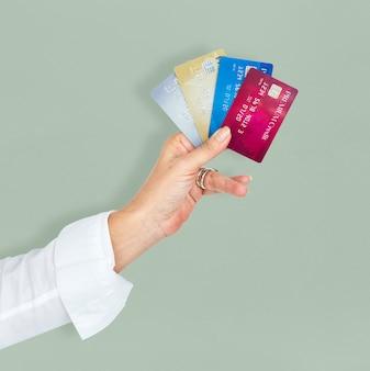 Pagamento di lusso della carta di credito della tenuta della mano umana