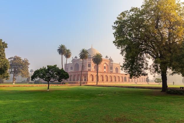Complesso di humayun, veduta sulla tomba e sul parco, india, nuova delhi.