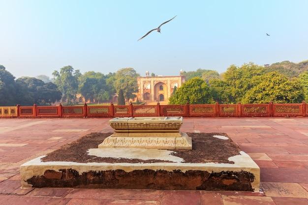 Complesso della tomba di humayun, tomba del servo, dehli, india.