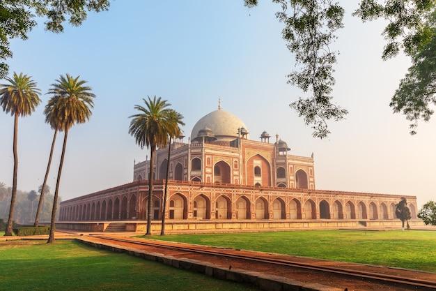Vista principale della tomba di humayun, nuova delhi, india.