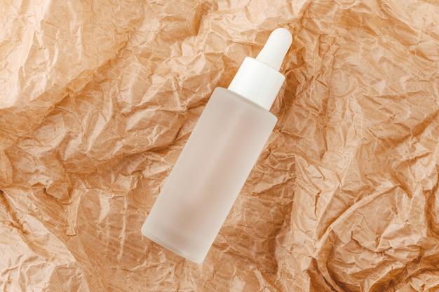 Tintura di acido ialuronico su cartoncino sgualcito. s