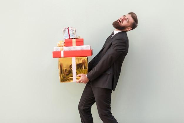 Non posso più portare queste scatole uomo d'affari piangere