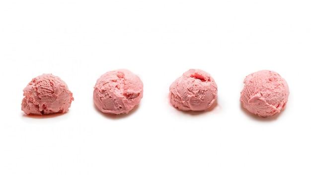 Sfera del gelato isolata su bianco.