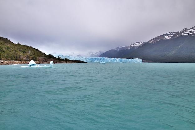 L'iceberg nel ghiacciaio perito moreno vicino a el calafate in patagonia, argentina