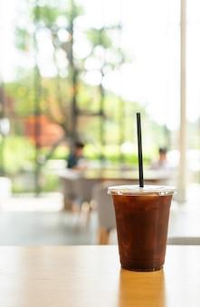 Caffè americano ghiacciato nel ristorante caffetteria?
