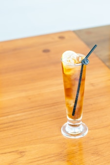 Bicchiere di tè freddo al limone