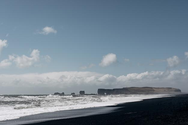 Islanda paesaggio popolare punto di riferimento spiaggia di sabbia nera in vik islanda