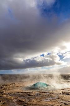 Islanda strokkur geysir