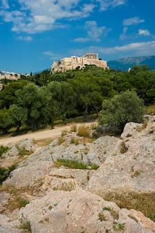 Iconico tempio del partenone all'acropoli di atene, in grecia