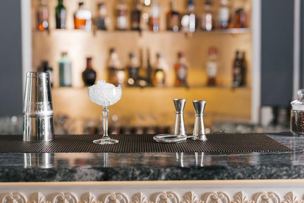 Oggetti ideali per preparare cocktail Foto Premium