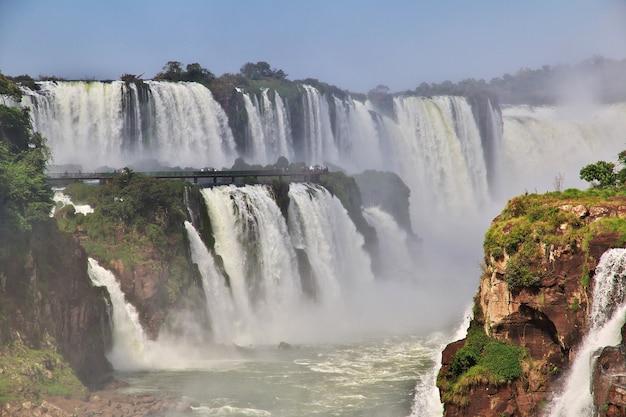 Le cascate di iguazu in argentina e brasile