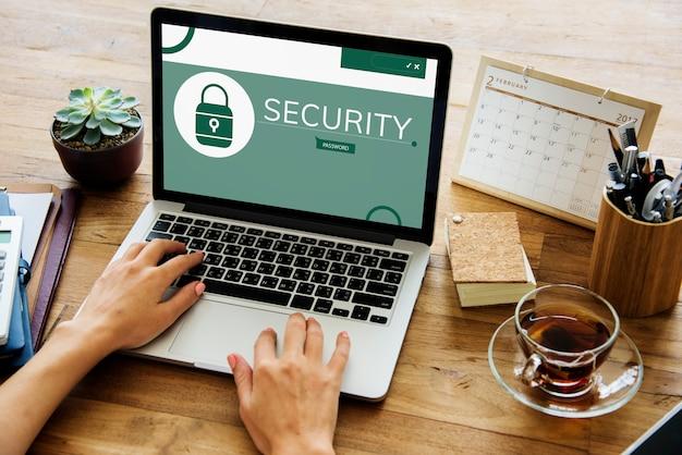 Illustrazione del sistema di sicurezza del computer sul portatile