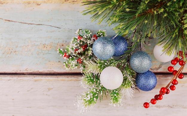Immagine dei giocattoli dell'albero di capodanno del primo piano delle decorazioni di natale