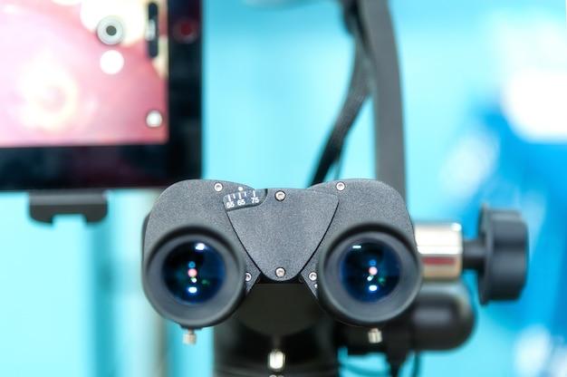 L'immagine del microscopio binoculare dentale endodontico professionale