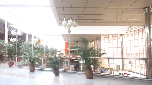 Immagine di un ampio corridoio nel business center .foto con copia spazio