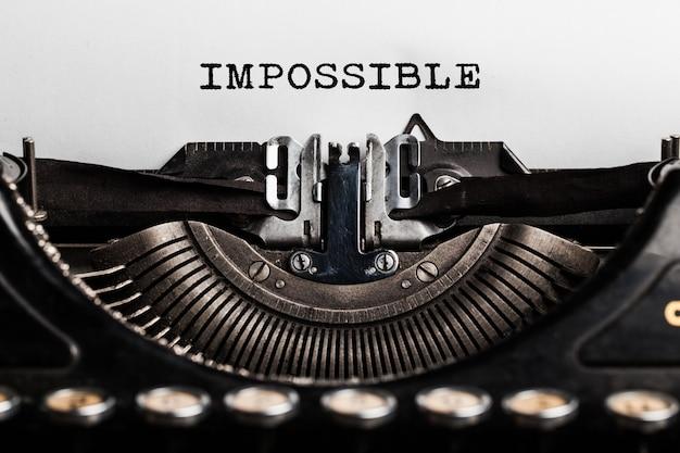 Impossibile scritto da una macchina da scrivere