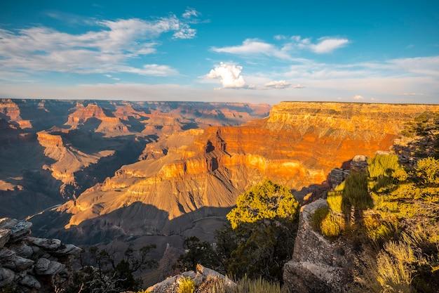 Impressionante canyon al tramonto al powell point del grand canyon