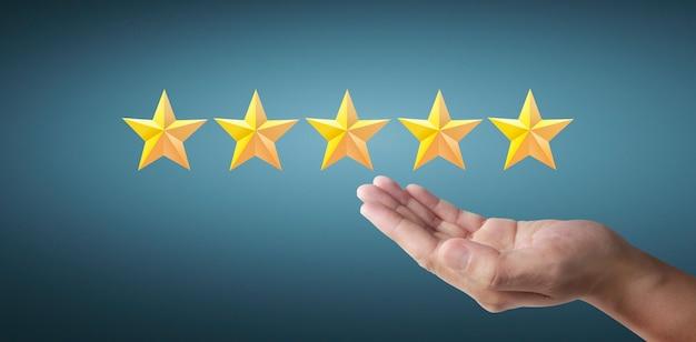 Cinque stelle in aumento. aumentare la valutazione della valutazione e il concetto di classificazione