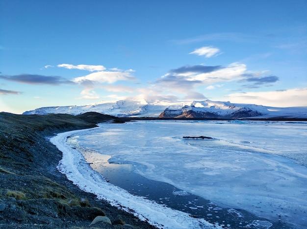 Incredibile paesaggio naturale più grande ghiacciaio dell'isola in islanda in inverno.
