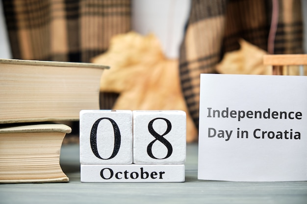 Giorno di indipendenza in croazia del calendario mese di autunno ottobre