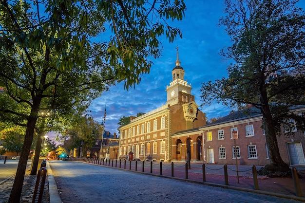 Independence hall a philadelphia, pennsylvania usa all'alba