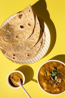 Assortimento di deliziosi roti indiani