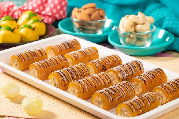 Rotolo di mango di frutta secca famosa indiana dolce