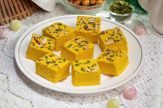 Alimento dolce famoso indiano soan halwa o sohan papri