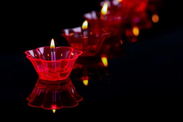 Festival indiano diwali, lampade a olio colorate