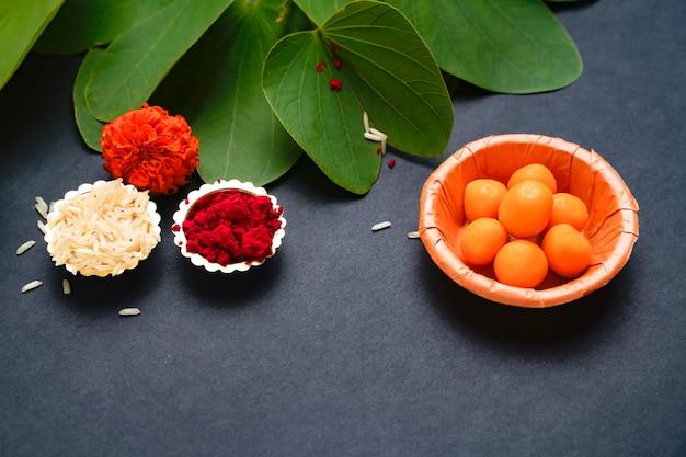 Festival indiano dussehra, foglia verde e riso