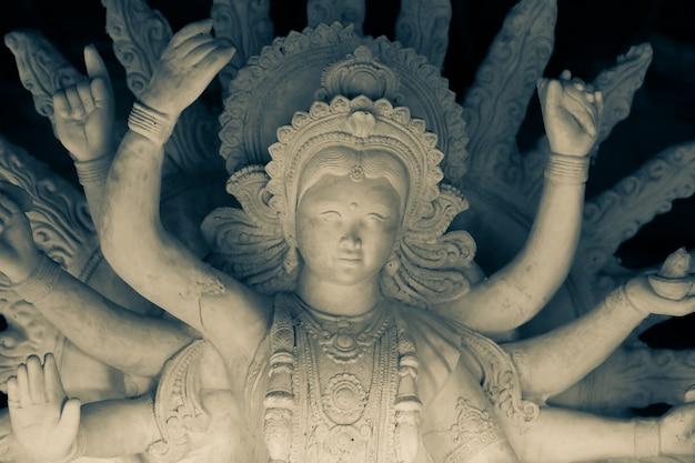 Festival indiano navratri, scultura della dea durga