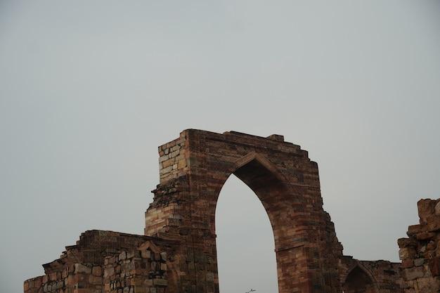 Immagine della struttura della vecchia porta storica indiana all'aperto