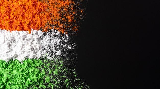 Indian independence day, colori della bandiera realizzati con polveri.