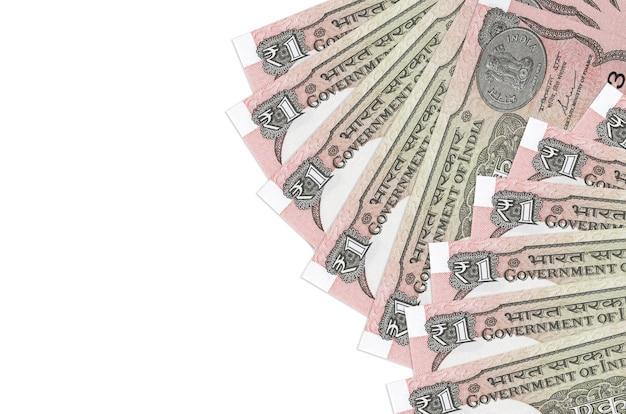 Le fatture della rupia indiana si trovano isolate su bianco