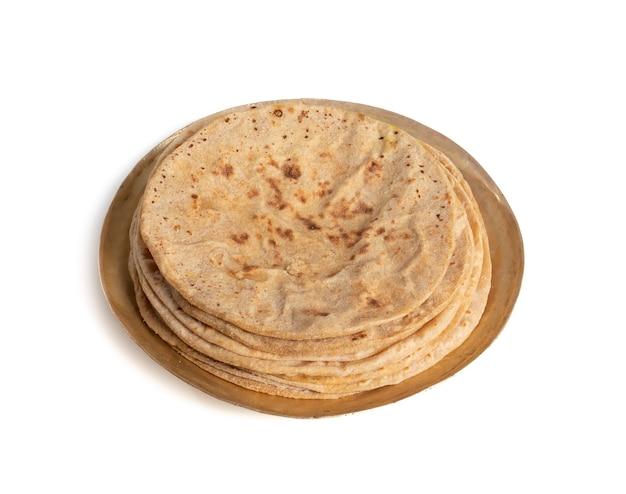 Chapati cucina tradizionale indiana su sfondo bianco