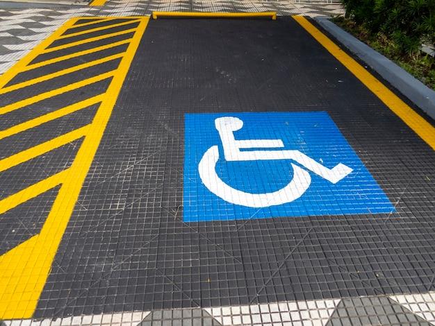 Indicazione di parcheggio per disabili