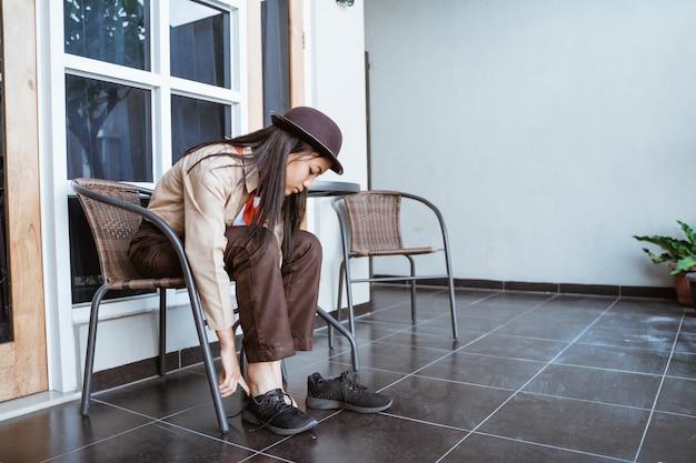 Girl scout indonesiana si prepara per partire