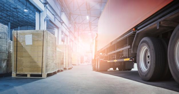 Commercio industriale cargo merci camion trasporto e logistica camion rimorchio scatole di carico scatole
