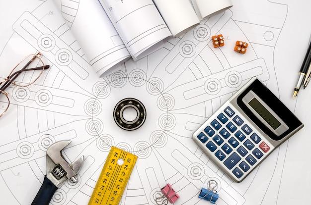 Disegno industriale con diversi strumenti di disegno