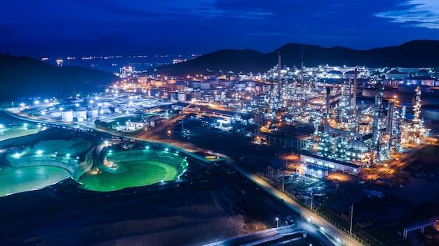 Industria industriale della raffineria di gpl e petrolio e impianti di stoccaggio commerciale import ed export internazionale di navi da trasporto marittimo